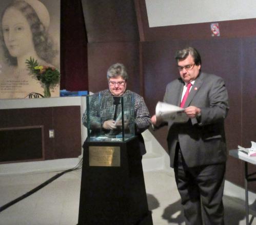 De g. à d. Danielle Fleury, PDG adjointe du CHUM, Denis Coderre, maire de Montréal