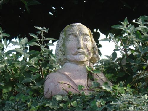 Buste de Champlain dans le Jardin des Personnalités de Honfleur.