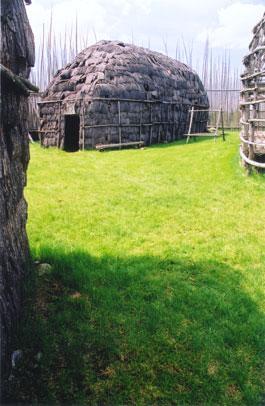 Maison longue Site Droulers-Tsiionhiakwatha Saint-Anicet