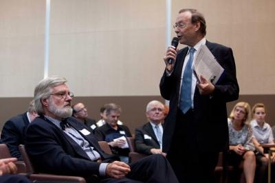 Une coopération toujours réactualisée : de g. à d. André Dorval, Gilbert Pilleul en arrière-plan, Pierre-André Wiltzer, 4 octobre 2011, Centre de conférences du ministère des Affaires étrangères à Paris.