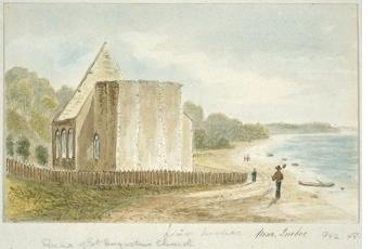 Aquarelle de Cockburn (vers 1830) montrant les ruines de l'église de l'Anse-à-Maheu, au pied de la côte Gagnon, fermée au culte en 1816. La clôture ceinturant l'église rappelle la présence d'un cimetière.